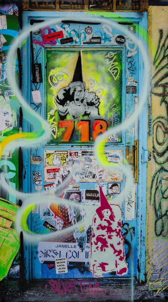 Door 718 with Muffinhead by de la Haba